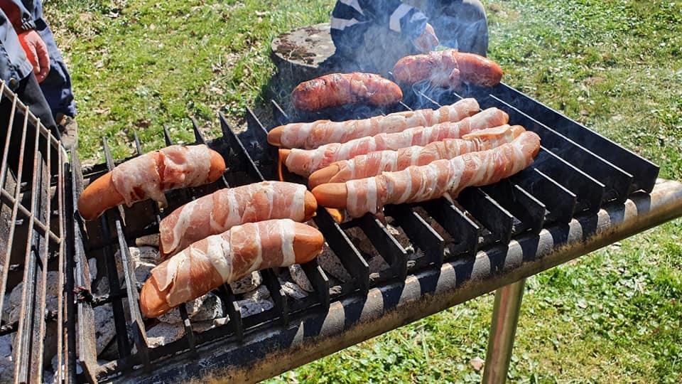 Korv på grill lindade i bacon nom nom nom aaahhh